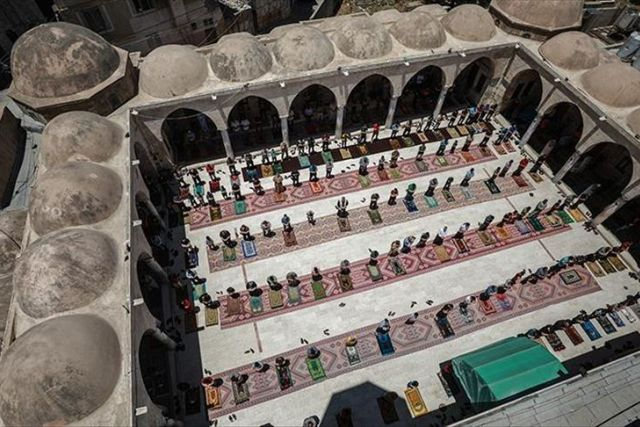 Gaza mosques to reopen for prayers after closure